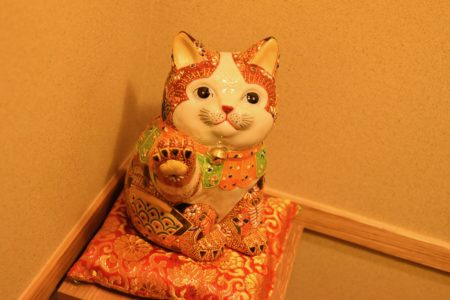 玄関の招き猫